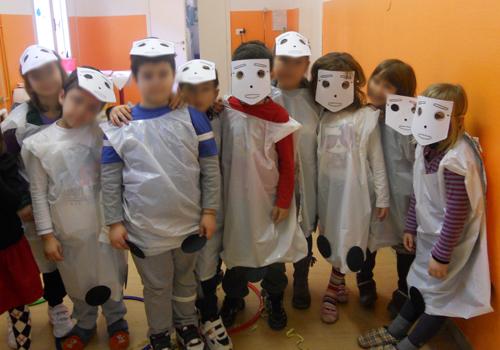 Bambini mascherati da MecWilly, foto di gruppo